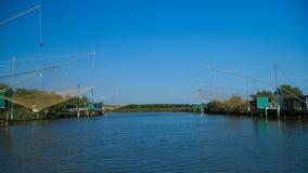 "Traditioneel visserijsysteem genoemd ""Bilancione† op de deltapo rivier Royalty-vrije Stock Foto's"