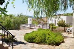 Traditioneel wit overzees terras op een overzeese achtergrond Royalty-vrije Stock Foto