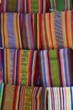Traditioneel woved fabrik geroepen selendang in Lombok, Indonesië Stock Fotografie