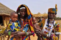 Traditionele Afrikaan kleedt zich, vrouwen met kinderen Royalty-vrije Stock Afbeelding