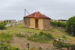 Traditionele Afrikaanse hut Stock Afbeeldingen