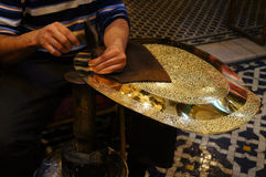 Traditionele ambachten (plaat) in medina van Fez Royalty-vrije Stock Foto's