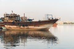 Grote Houten Boot.Traditionele Arabische Dhows Houten Boot Stock Foto Afbeelding