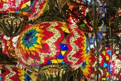 Traditionele Arabische stijl culorful lantaarns bij nachtmarkt stock afbeelding