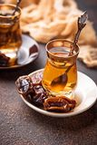 Traditionele Arabische thee en droge data Royalty-vrije Stock Afbeeldingen