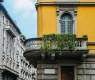 Traditionele architectuur op zijn beurt van de stijl van de 20ste eeuwart nouveau bij het district van Milaan ` s Porta Venezia,  Stock Afbeelding