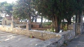 Traditionele begraafplaats op het geïsoleerde eiland royalty-vrije stock foto