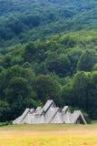 Traditionele berghuizen in de heuvels Stock Afbeeldingen