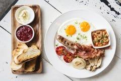 Traditionele beroemde volledige Engelse Britse klassieke ontbijtmaaltijd s Stock Afbeeldingen