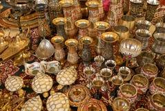 Traditionele bewerkte vazen van India royalty-vrije stock afbeeldingen