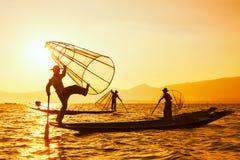 Traditionele Birmaanse visser bij Inle-meer Myanmar Stock Foto