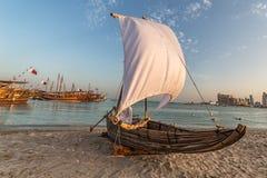 Traditionele boten dhow in Arabische golf Stock Foto