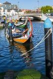 Traditionele botenmoliceiro op hoofdstadskanaal Stock Foto's