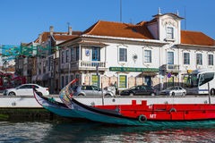 Traditionele botenmoliceiro op hoofdstadskanaal Royalty-vrije Stock Foto