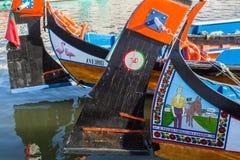 Traditionele botenmoliceiro op hoofdstadskanaal Stock Fotografie