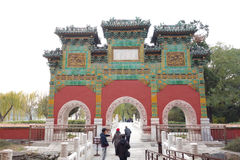 Traditionele Chinese koninklijke poort Stock Foto's