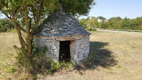 Traditionele de structuuringang van Istrian van de steenhut kazun royalty-vrije stock foto