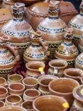 Traditionele die kleipotten aan een markt worden blootgesteld Royalty-vrije Stock Afbeeldingen