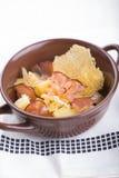 Traditionele Duitse aardappelsalade met bacon Royalty-vrije Stock Afbeelding