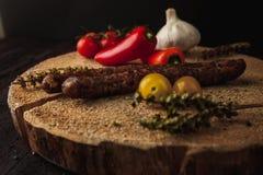 Traditionele eenvoudige maaltijdopstelling met vlees en groenten Stock Fotografie