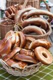 Ongezuurde broodjes voor verkoop Royalty-vrije Stock Foto's