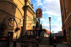 Traditionele Engelse bar bij de Rivierbank Londen van Theems stock foto