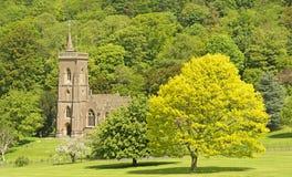 Traditionele Engelse Spired-Kerk, Engeland Stock Foto