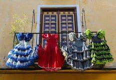 Traditionele flamencokleding bij een huis in Malaga, Andalusia, SP royalty-vrije stock afbeeldingen