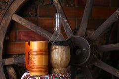 Traditionele fles wijn Stock Afbeeldingen