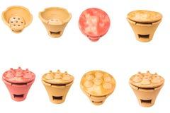 Traditionele fornuizen en potten geplaatst die van rode klei worden gemaakt Stock Afbeeldingen
