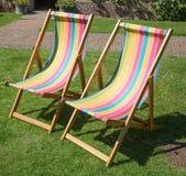 Traditionele gestreepte ligstoelen Royalty-vrije Stock Afbeeldingen