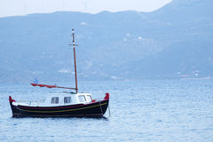 Traditionele Griekse vissersboot Royalty-vrije Stock Foto's