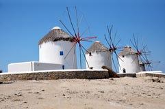 Traditionele Griekse windmolens op Mykonos-eiland, Griekenland stock afbeeldingen