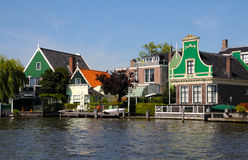 Traditionele groene huizen in Zaanse Schans Nederland Stock Foto