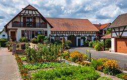 Traditionele helft-betimmerde huizen in straten van Seebach stock afbeelding