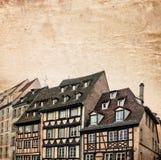 Traditionele helft-betimmerde huizenstraat in Straatsburg, de Elzas, Frankrijk Stock Afbeeldingen