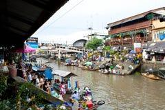 Traditionele het drijven markt, Thailand. Stock Afbeeldingen