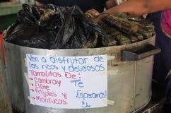 Traditionele het voedsel hete tamales van Honduras op de pot stock foto
