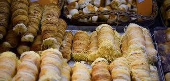Traditionele het voedselverkoper van het snack zoete dessert in Grote Markt Hall Budapest, Hongarije royalty-vrije stock foto's