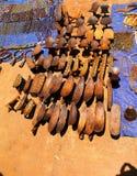 Traditionele hoofdkussen-bank bij ambachten lokale markt Kei Afer, Omo-vallei, Ethiopië royalty-vrije stock afbeeldingen