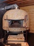 Traditionele houten-in brand gestoken pizzaoven Stock Afbeelding
