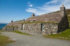 Traditionele huizen in een hoogland Schots dorp (Gearrannan) Royalty-vrije Stock Afbeeldingen