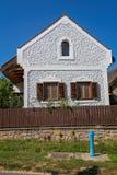 Traditionele huizen van Hongarije, dichtbij meer Balaton, dorp Salfold, 29 Augustus 2017 Royalty-vrije Stock Foto's