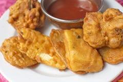 Traditionele Indische voedsel gebraden vissen stock afbeeldingen