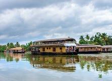Traditionele Indische woonboot in Kerala, India royalty-vrije stock afbeeldingen