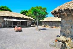 Traditionele, Inheemse dorpshutten royalty-vrije stock foto's