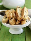 Traditionele Italiaanse biscottikoekjes (cantucci) Stock Fotografie