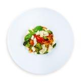 Traditionele Italiaanse gekleurde deegwaren met groenten Stock Afbeelding