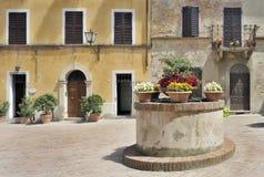 Traditionele Italiaanse piazza royalty-vrije stock afbeeldingen