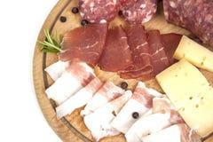 Traditionele Italiaanse salami en kaasantipasto Royalty-vrije Stock Foto's